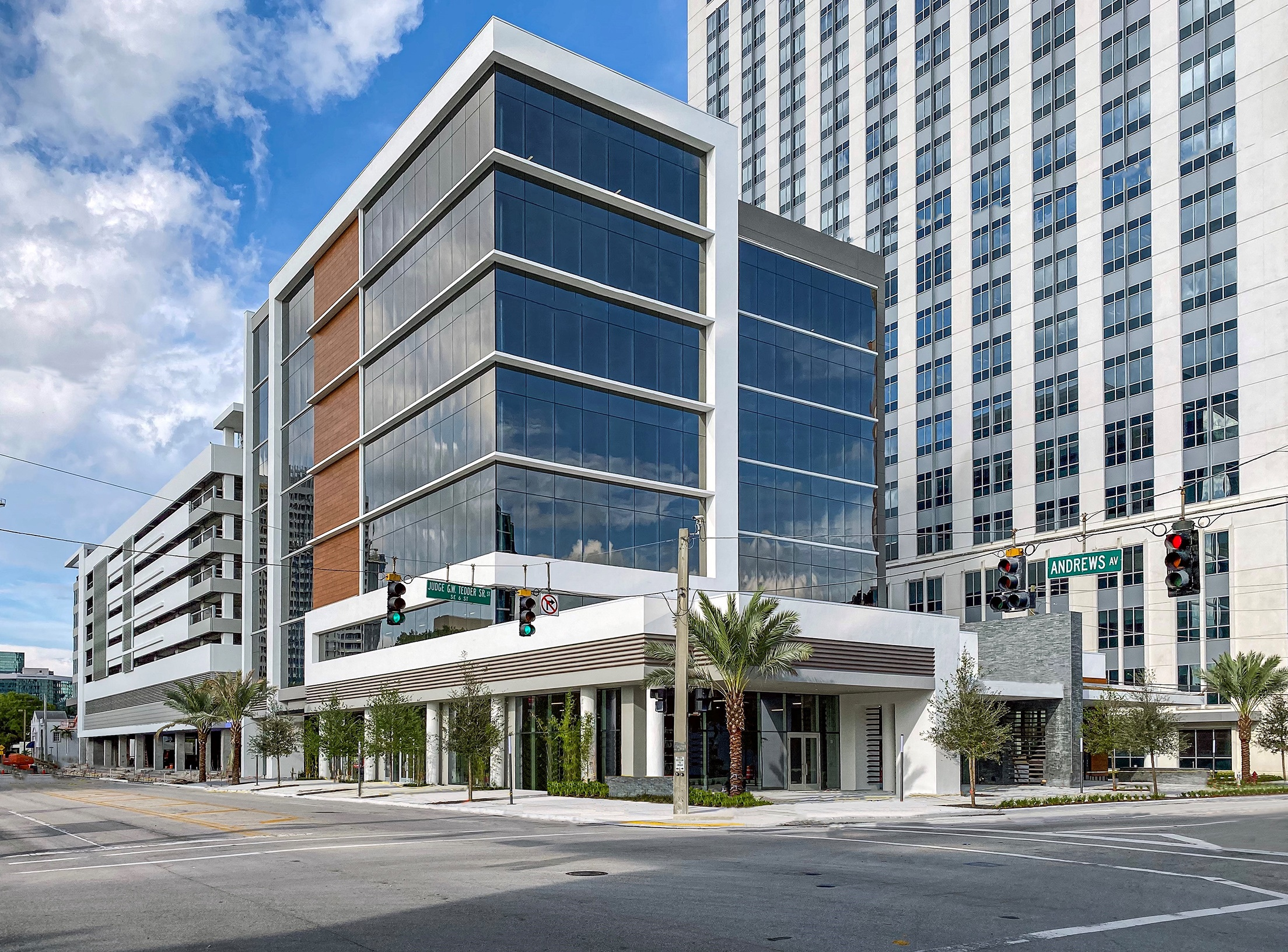 Berger Commercial Realty Brokers New Legacy Fit Gym Lease At  Downtown Fort Lauderdale's SOLO Shoppes
